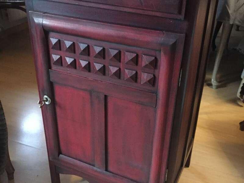Confiturier rouge patiné noir, intérieur peint - 150€