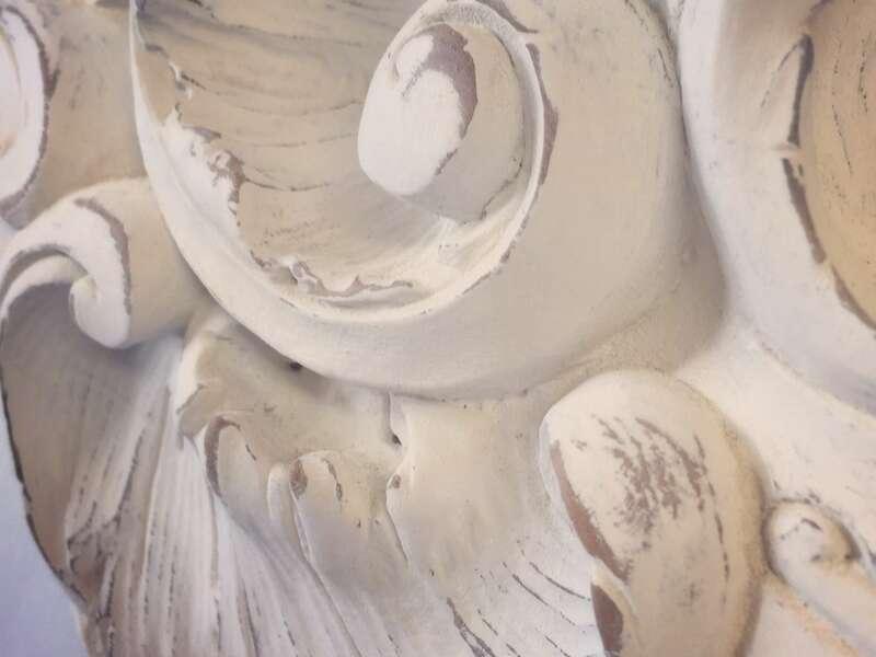 Détail patine blanche sur bois brut
