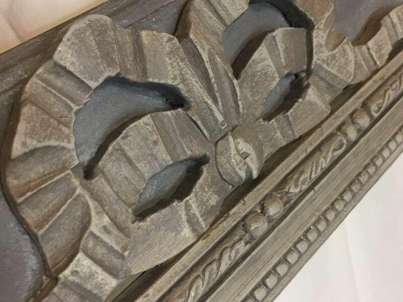 Détail patine sur cadre bois