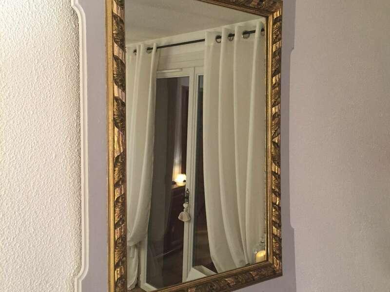 Miroir style empire, patine du contour en gris et bois brut