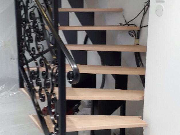 AMF Menuiserie répare les marches d'escalier en bois sur Paris