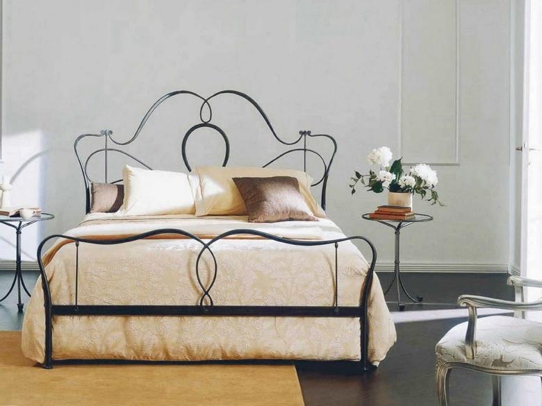 bontempi-casa-marlen-3-legged-wrought-iron-bedside-table-glass-top.jpeg