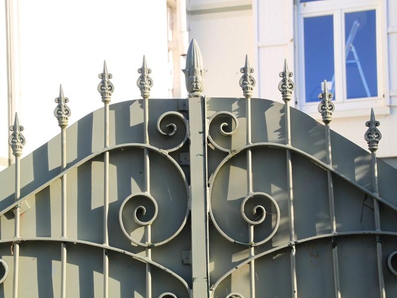 fence-341947.jpeg