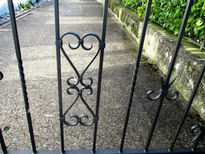 garden-gate-260805.jpeg