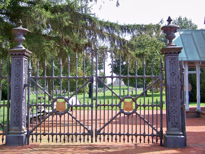 gothic-gate-978363.jpeg