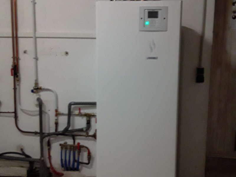 Pompe à chaleur basse température avec ECS  Le Revest des eaux