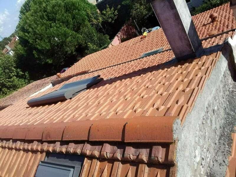 Nettoyage de toiture et faîtage à sec à Rochefort Réalisé par Vincent Deguilhen