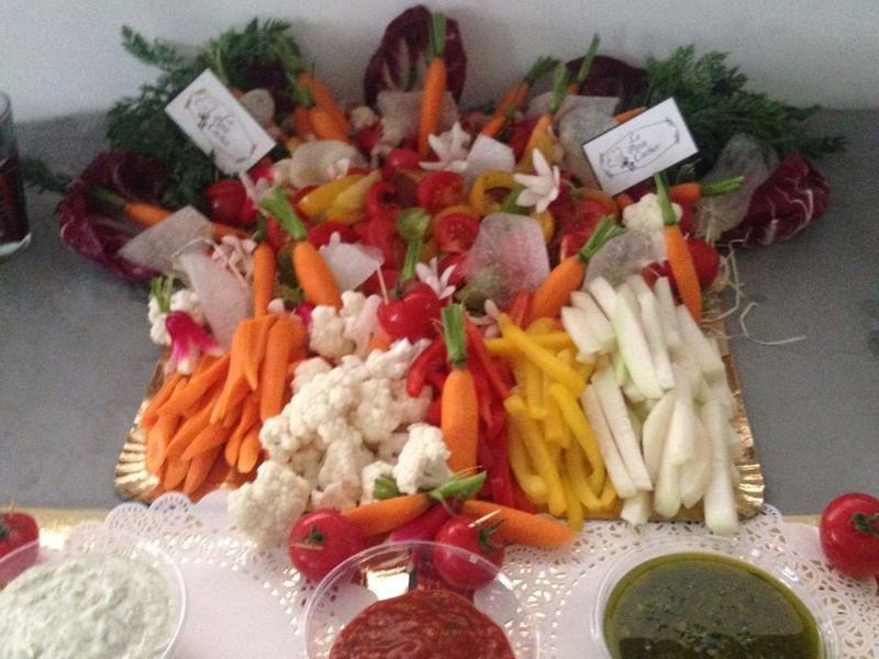 traiteur cacher Assortiment de bâtonnets de légumes croquant et sauce maison