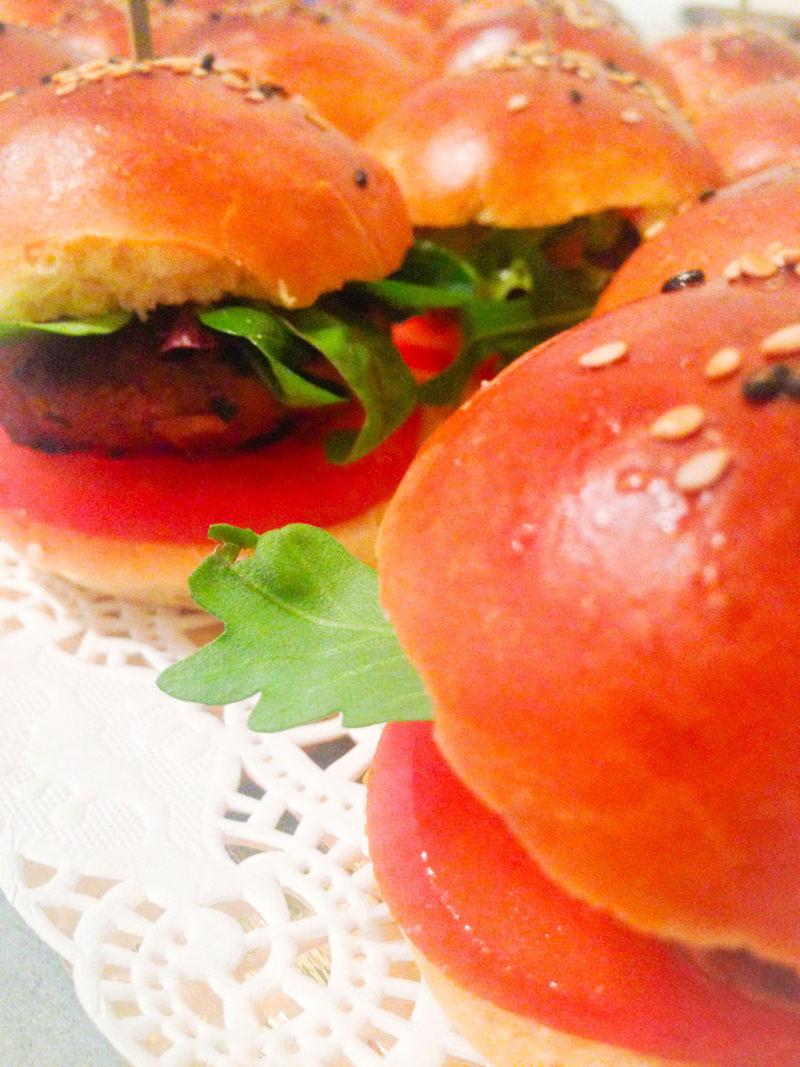 hamburger (kefta, salade et sauce maison) cacher