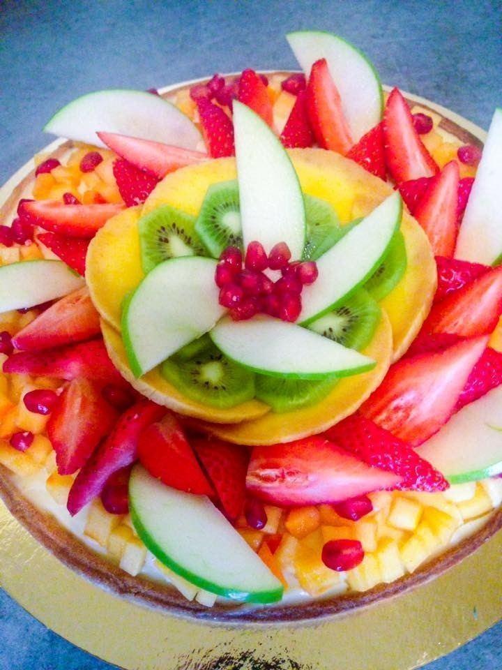 Tarte aux fruits de saison fraise pomme crème pâtissier par traiteur cacher
