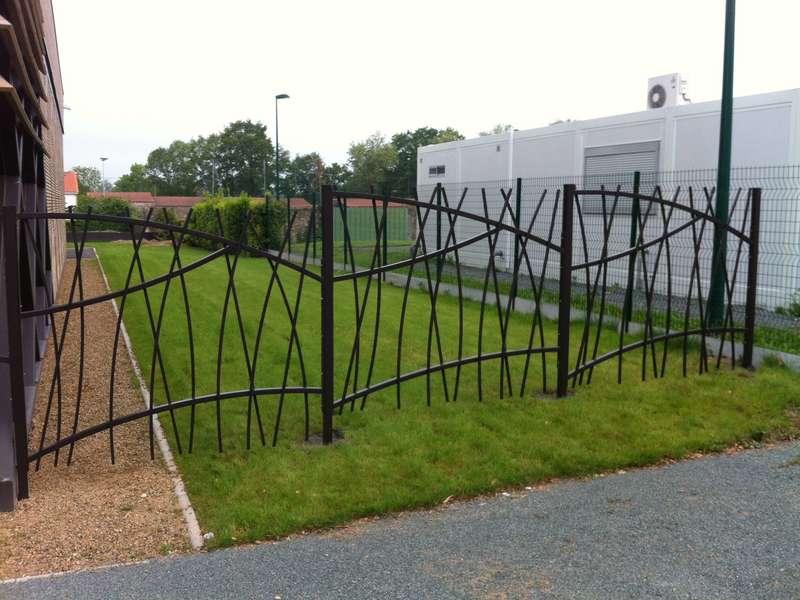 Clôtures sous forme de panneaux disposées sous forme de roselières