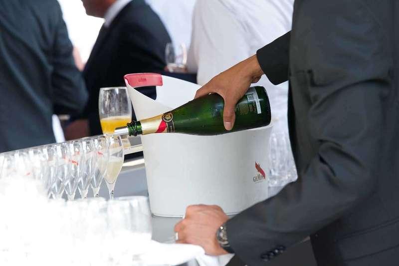 Mise en valeur des sponsors dans le reportage photo Photopro.Event, champagne Mumm