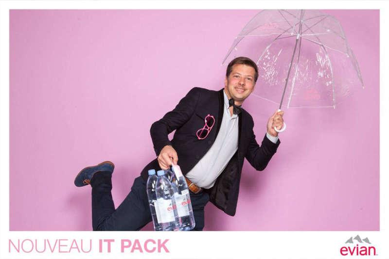 Photocall pour Evian sur fond rose - 2015