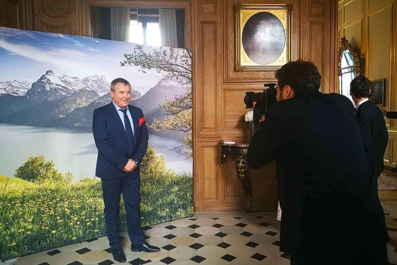photographe-professionnel-animant-photocall-ambassade-suisse-paris-2019