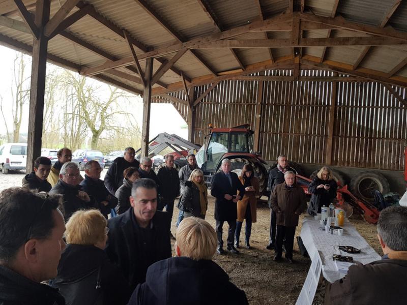Visite de l'exploitation de volailles de Guillaume Guerineau au Bailleul avec présence de la FDSEA 72