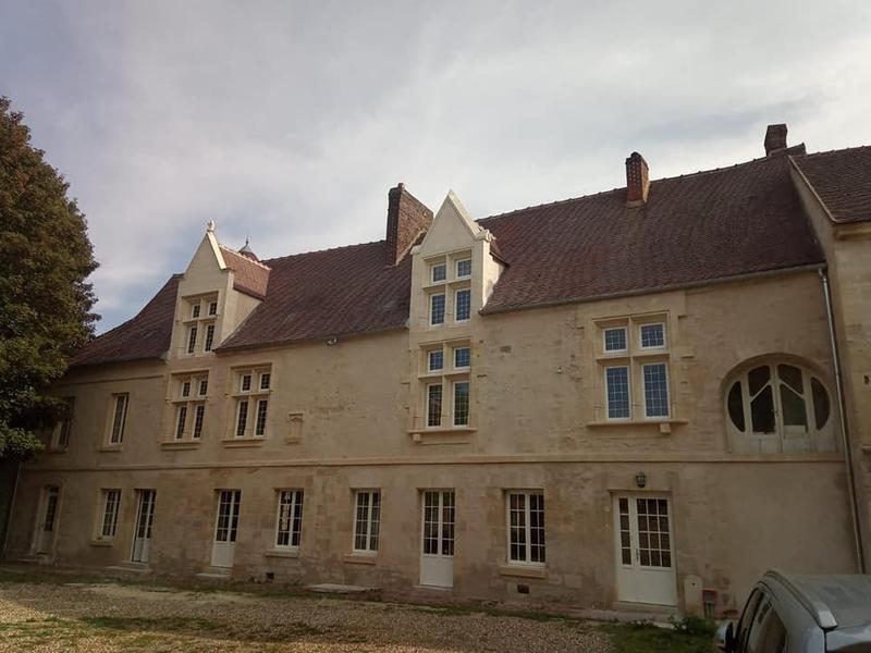 chateau_mouy
