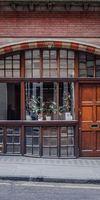 AMF Menuiserie, Façade de magasin en bois à Paris 20