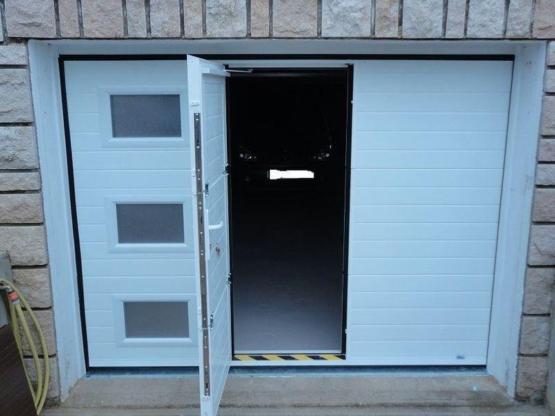 Porte garage sectionnel avec portillon