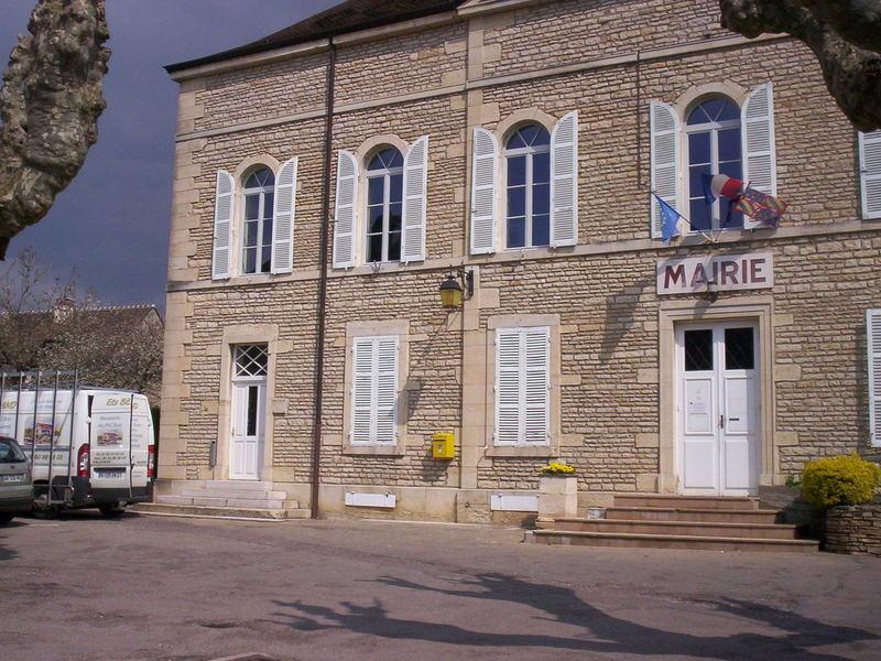 Fenêtre bois cintrée Mairie de Ladoix serrigny