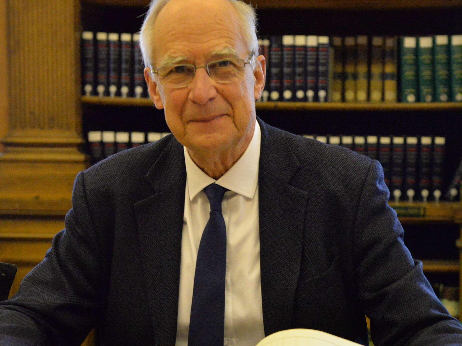 Dr. Pierre Corvol Médecin et chercheur, Président de l'Académie des sciences