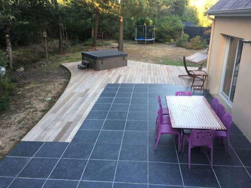nouvelle terrasse en grès cérame et terrasse en bois exotique (IPE)