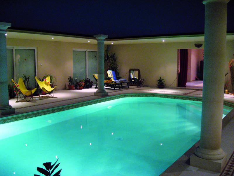 05_-_piscine_interieure_forme_libre