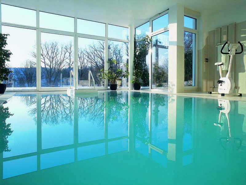 19_-_piscine_interieure_classique_-_riviera_pool