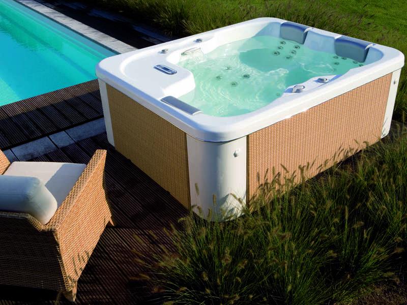 11_-_spa_pose_riviera_pool