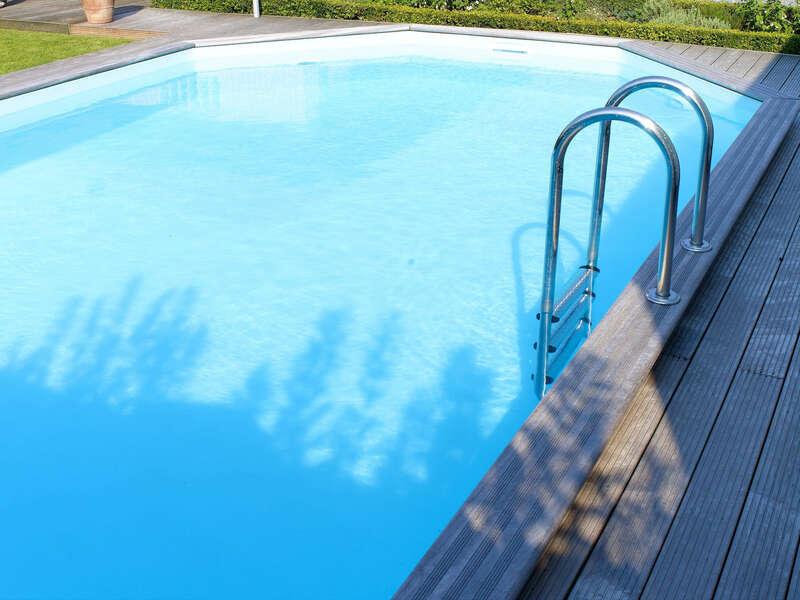 07_-_piscine_exterieur_bois_ovale_-_gardipool