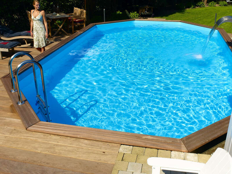 11_-_piscine_exterieur_bois_ovale_-_gardipool