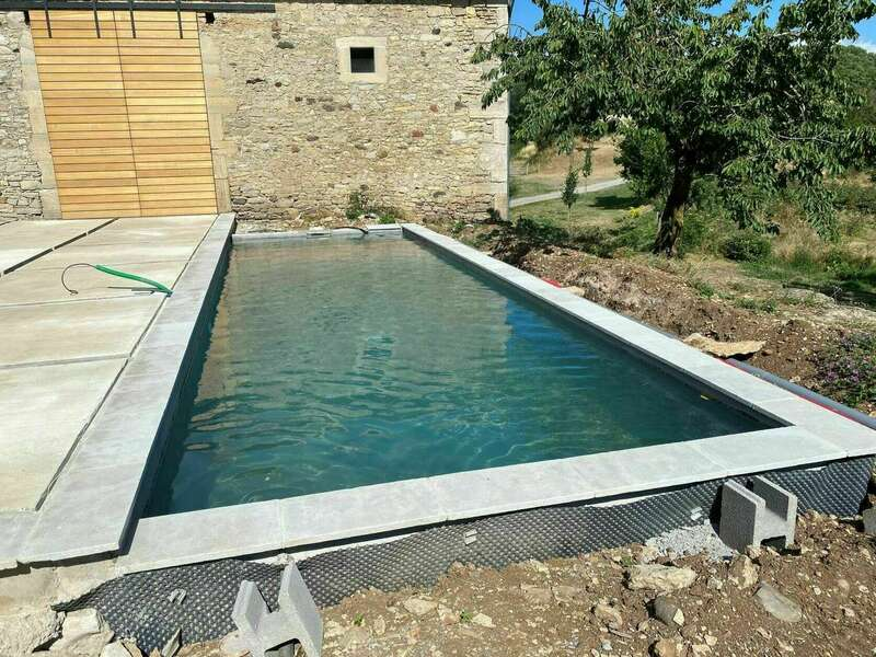 bassin de nage en eau