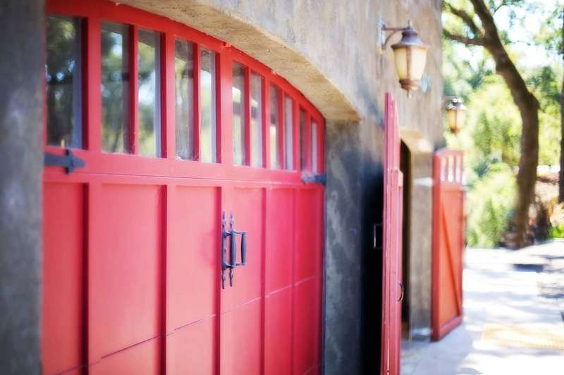 barn-rustic-red-color-door-garage-door-919767-pxhere-com
