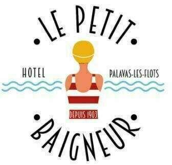 Idéalement situé sur la rive droite, à proximité du casino et du port de Palavas-les-Flots. L'Hôtel Le Petit Baigneur Palavas Plage se trouve à seulement 10 km de la gare de Montpellier et à 50 mètres de la plage.  Les chambres comprennent une télévision à écran plat, une connexion Wi-Fi gratuite, un plateau de bienvenue et un plateau/bouilloire. Toutes les chambres sont climatisées.  Niché dans le centre-ville, à seulement 100 mètres de la plage, l'hôtel permet d'accéder facilement à de nombreux magasins et restaurants. L'aéroport de Montpellier se trouve à seulement 6 km.  Les couples apprécient particulièrement l'emplacement de cet établissement. Ils lui donnent la note de 8,4 pour un séjour à deux.