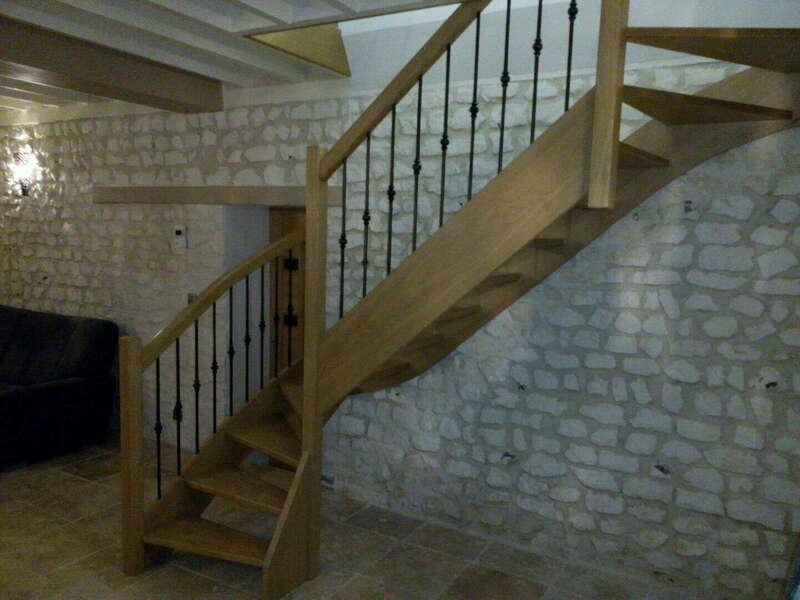 Escalier 2/4 tournants en chêne - balustres barreaux fer - No 27 Artisan spécialisé en fabrication d'escalier sur mesure basé en Seine Maritime