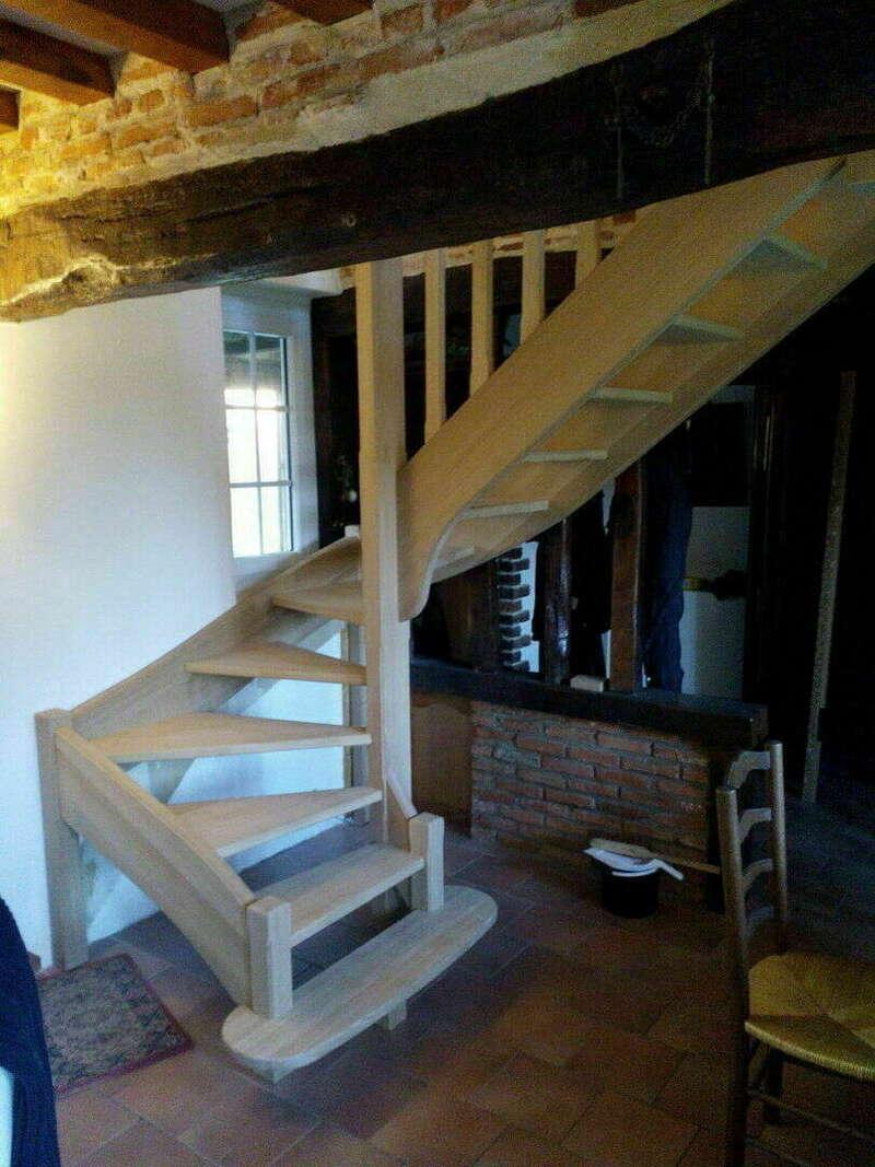 Escalier 2/4 tournants en chêne - No 28 Artisan spécialisé en fabrication d'escalier sur mesure basé en Seine Maritime