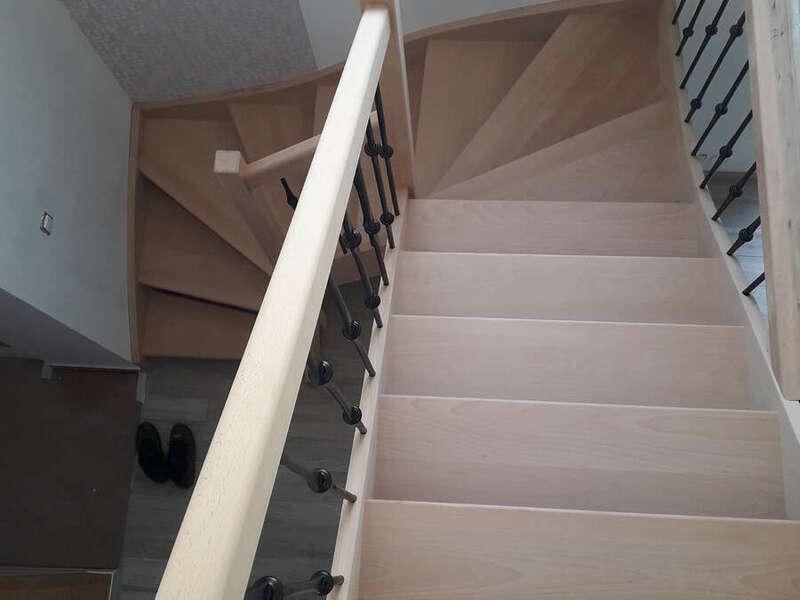 Escalier 2/4 tournants en hêtre, balustres barreaux en fer - No 21 Fabricant d'escalier en Seine-Maritime, Stéphane Leseur