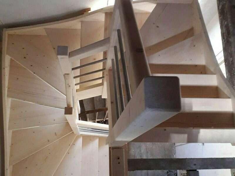 Escalier 3/4 tournants en sapin, balustres tubes inox - No 61 Fabricant d'escalier en Seine-Maritime, Stéphane Leseur