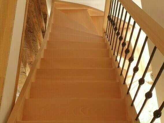 Escalier 1/4 tournant en hêtre, balustres barreaux fer forgé - No 68 Fabricant d'escalier en Seine-Maritime, Stéphane Leseur