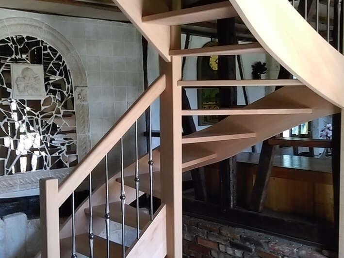 Escalier 2/4 tournants en hêtre, balustres barreaux fer - No 20 Artisan menuisier - escaliers sur mesure en Seine-Maritime, Stéphane Leseur