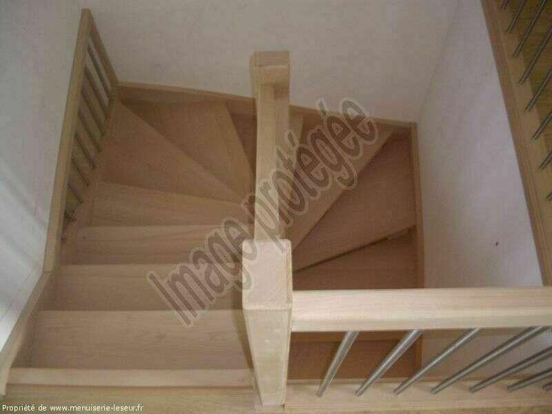 Escalier 2/4 tournants en hêtre, balustres tubes inox - No 38 Artisan menuisier - escaliers sur mesure en Seine-Maritime, Stéphane Leseur