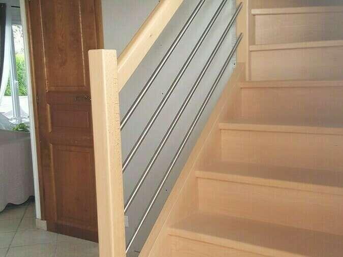 Escalier 1/4 tournant en hêtre, balustres en hêtre, tubes inox - No 6