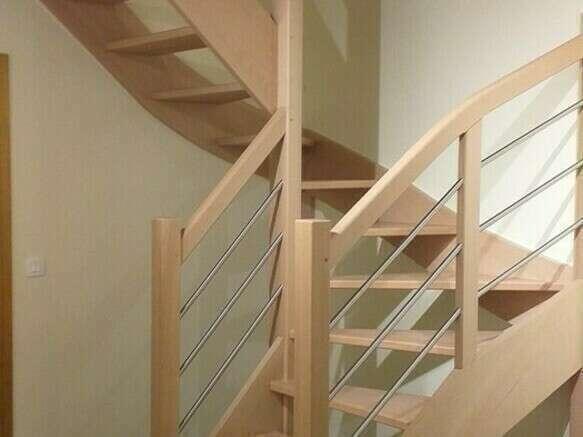 Escalier 2/4 tournants en hêtre, tubes inox - No 1 Fabricant d'escalier sur mesure - Stéphane LESEUR, menuisier en Seine Maritime