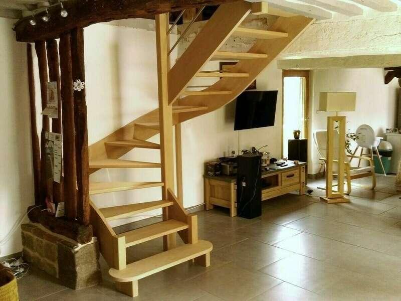 Escalier 2/4 tournants en hêtre, balustre tubes inox - No 18 Fabricant d'escalier sur mesure - Stéphane LESEUR, menuisier en Seine Maritime