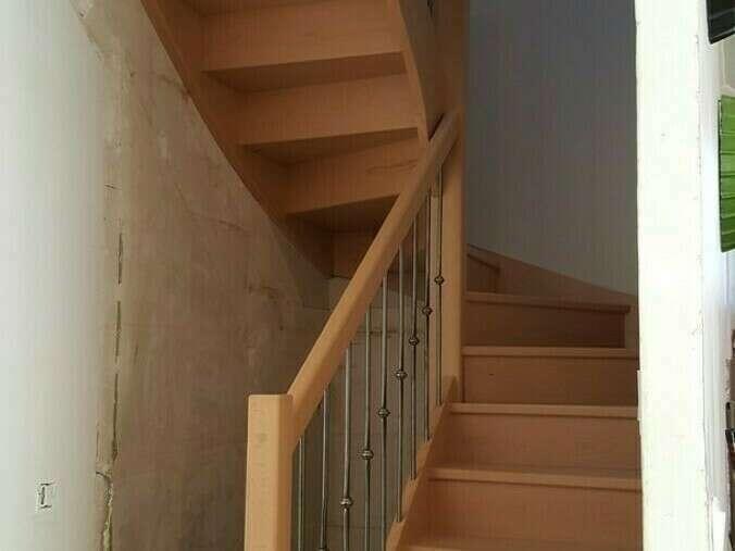 Escalier 2/4 tournants en hêtre, balustre barreaux fer - No 17 Fabricant d'escalier sur mesure - Stéphane LESEUR, menuisier en Seine Maritime
