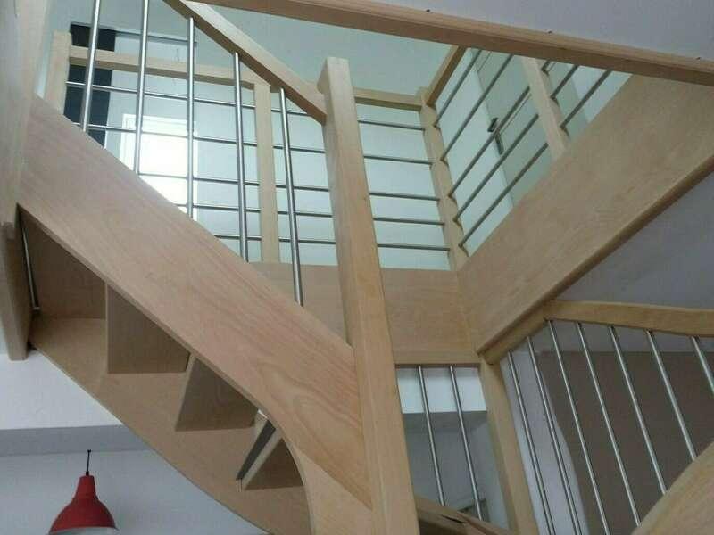 Garde-corps et balustres en hêtre, tubes inox - No 31 Fabricant d'escalier sur mesure - Stéphane LESEUR, menuisier en Seine Maritime