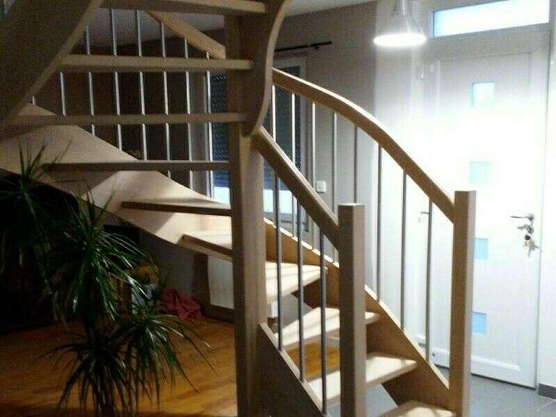 Escalier 2/4 tournants en hêtre, balustres tubes inox  - No 31 Fabricant d'escalier sur mesure - Stéphane LESEUR, menuisier en Seine Maritime