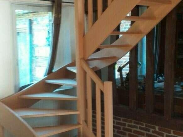 Escalier 2/4 tournants en hêtre, balustres barreaux bois - No 65 Fabricant d'escalier sur mesure - Stéphane LESEUR, menuisier en Seine Maritime