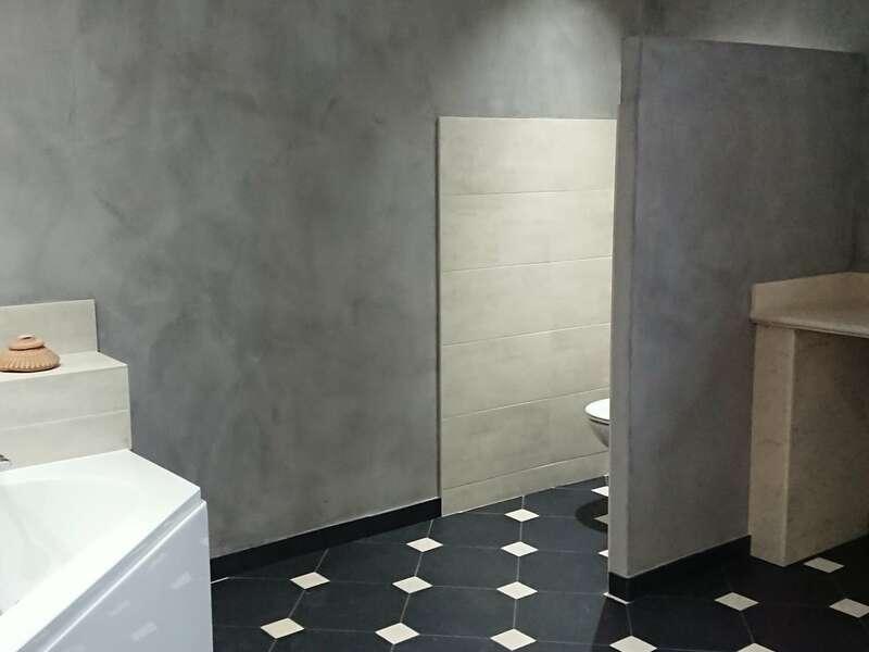 salle_de_bain_carrelage__pierre_naturelle_et_beton_cire