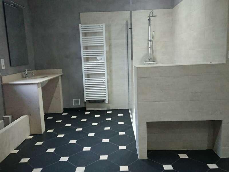 salle_de_bain_carrelage__pierre_naturelle_et_beton_cire_3