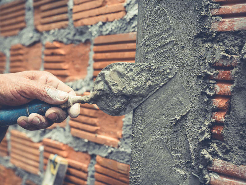 bricklaying-construction-worker-building-brick-wall